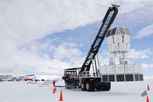 Scientists prepare to launch ANITA, a balloon-borne radio telescope that scientists used to search for cosmic rays and magnetic monopoles. <em>Image courtesy of University of Hawaii Manoa.</em>