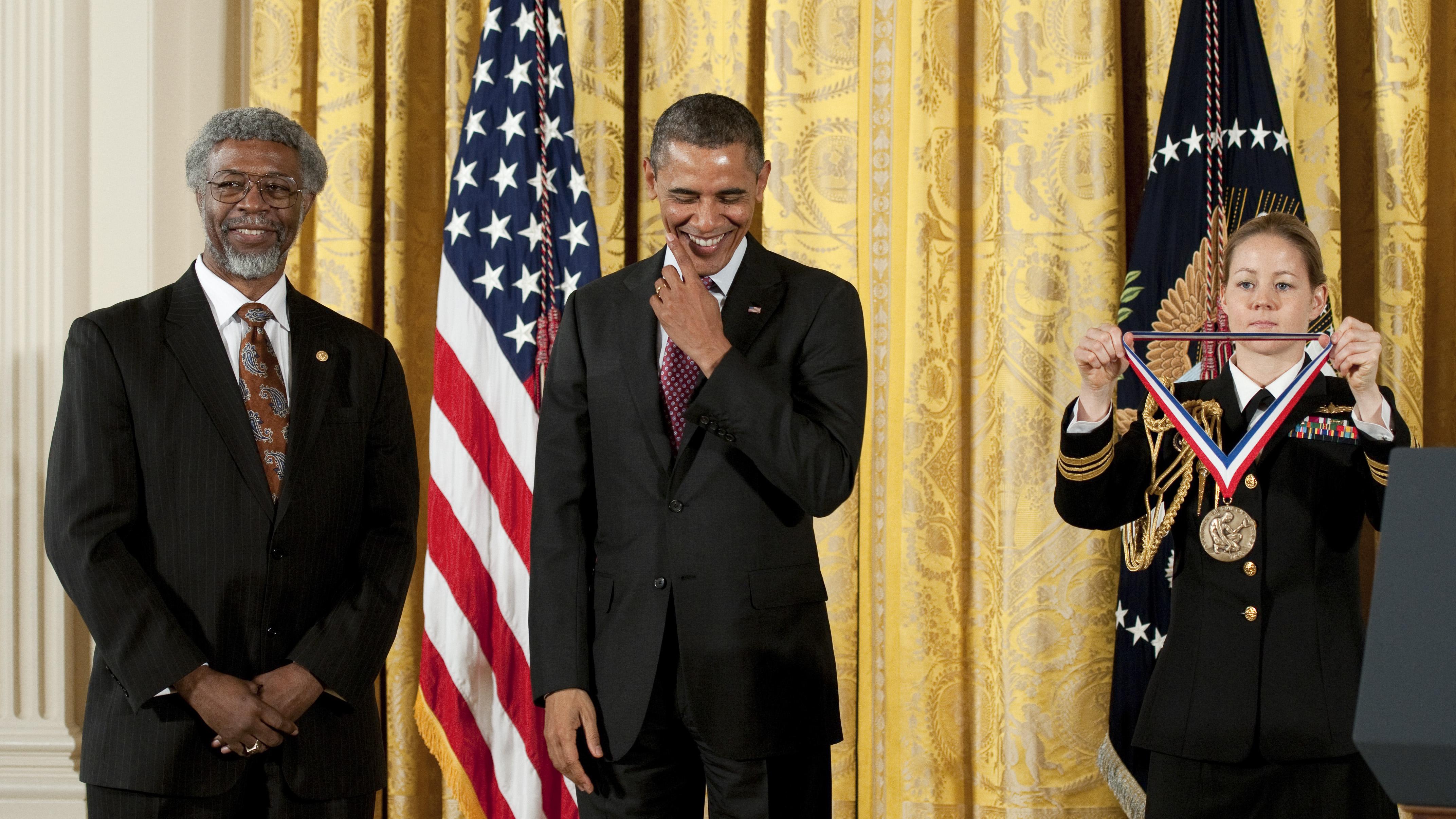 Image: 2011 National Medal Gates