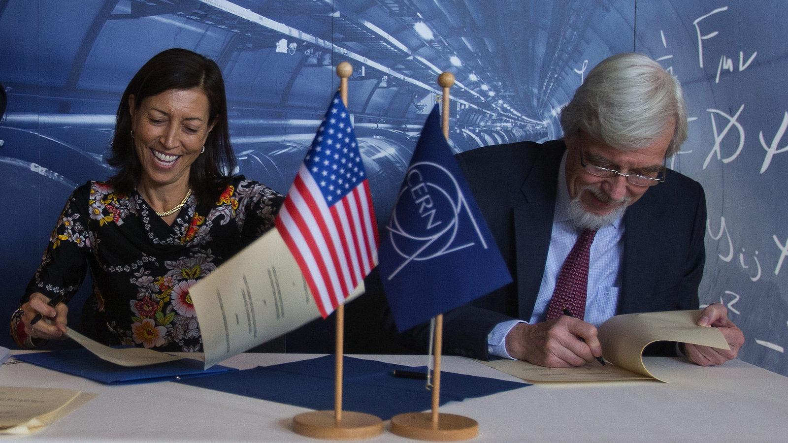Photo of US-CERN agreement signing