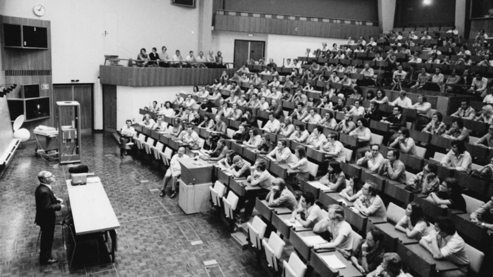 Photo of Wim Klein in classroom
