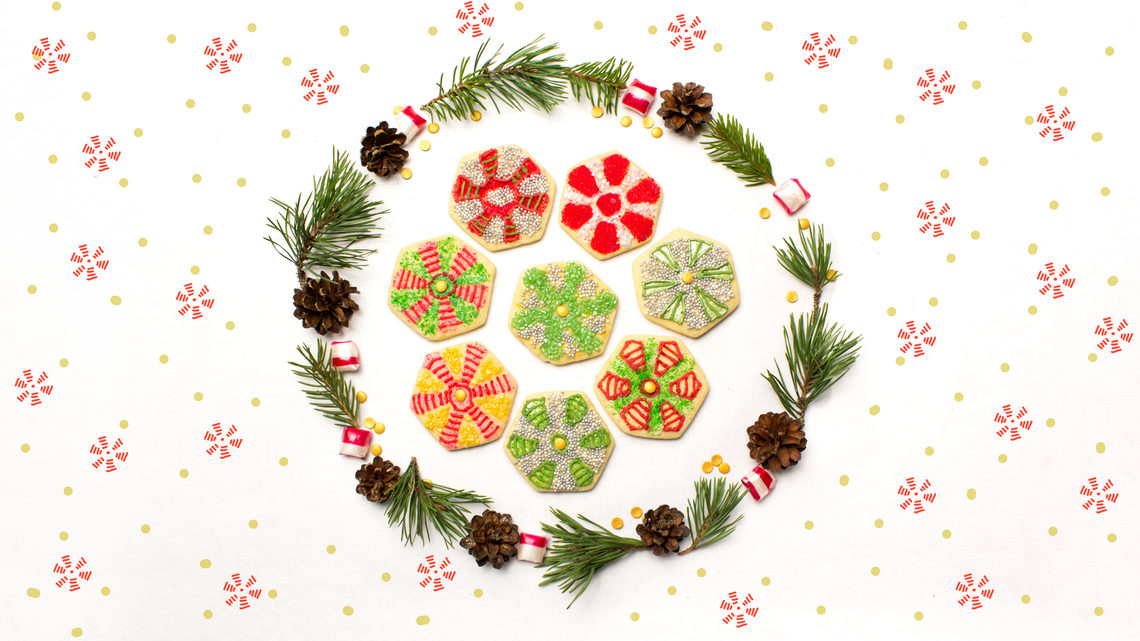 Collider cookies, inside wreath with polka dot background