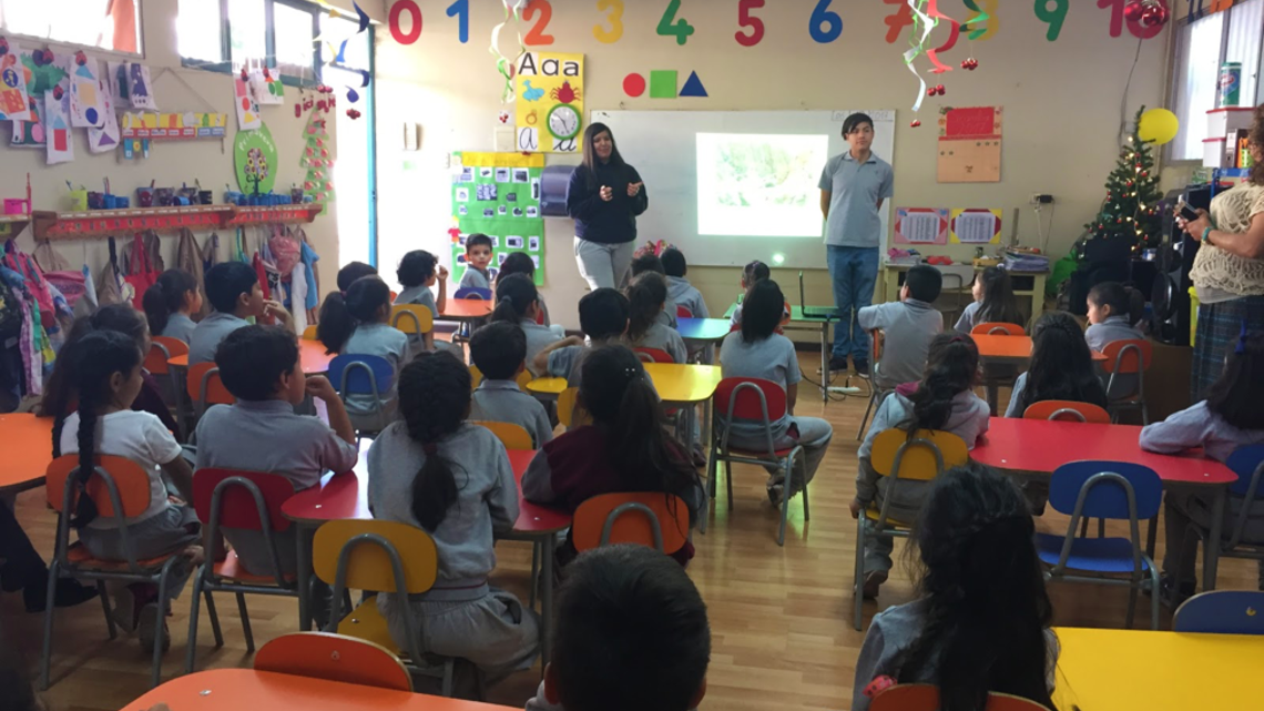Photo of students at Colegio Antonio Varas in Vicuña helping to name the new stellar streams