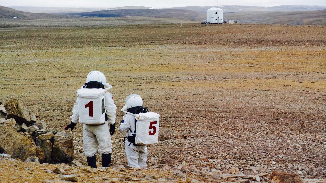Exploring the simulated Martian terrain