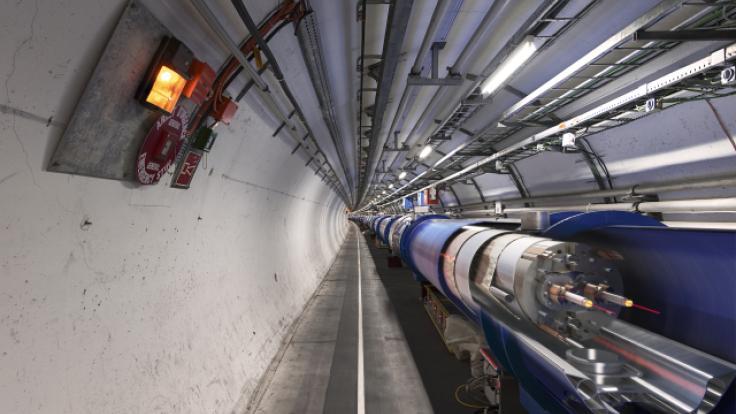 Photo of 3D cut of LHC dipole