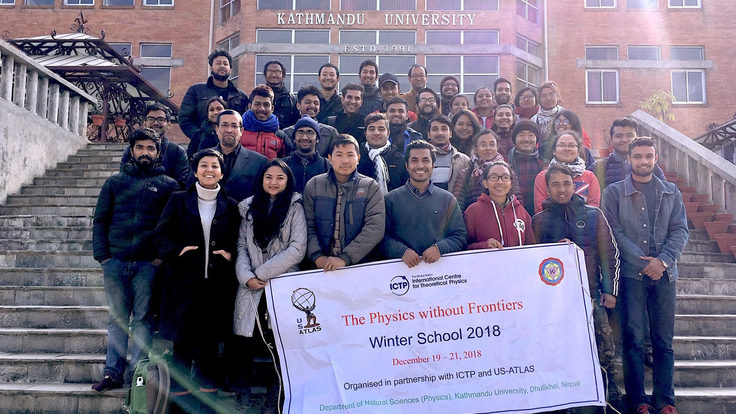 """Physics without Frontiers"" class of 2018 group photo"