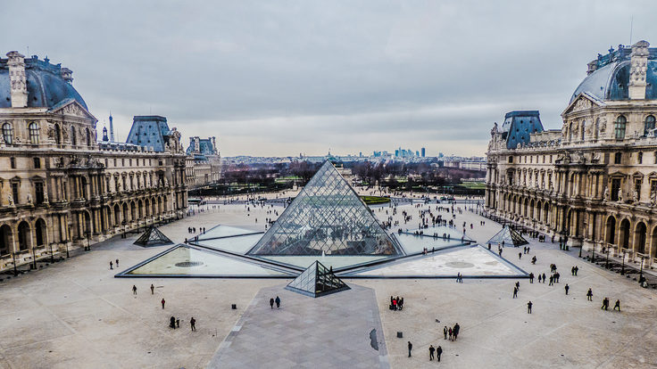 Photo: Louvre pyramid