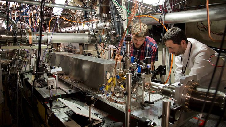Spencer Gessner, and Sebastien Corde monitor pairs of electron bunches at th Facility for Advanced Accelerator Experimental Test