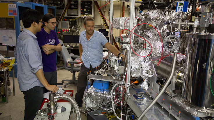 Sangjun Lee, Jamie Titus and Dennis Norlundat the Stanford Synchrotron Radiation Lightsource